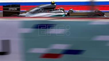 Nico Rosberg takes pole position for Russian GP