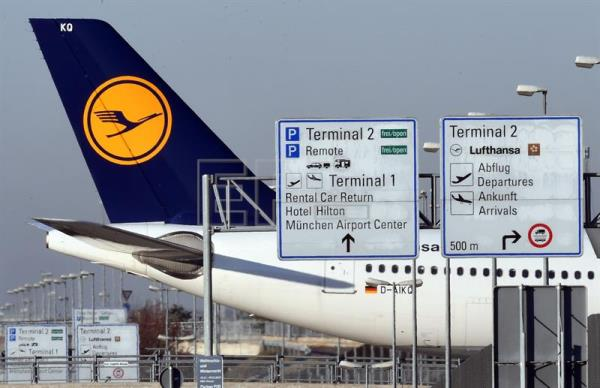 Lufthansa pilots ground over 800 short haul flights in another day of