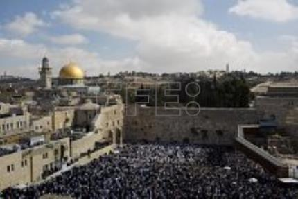 Thousands of Jews attend priestly blessing at Western Wall