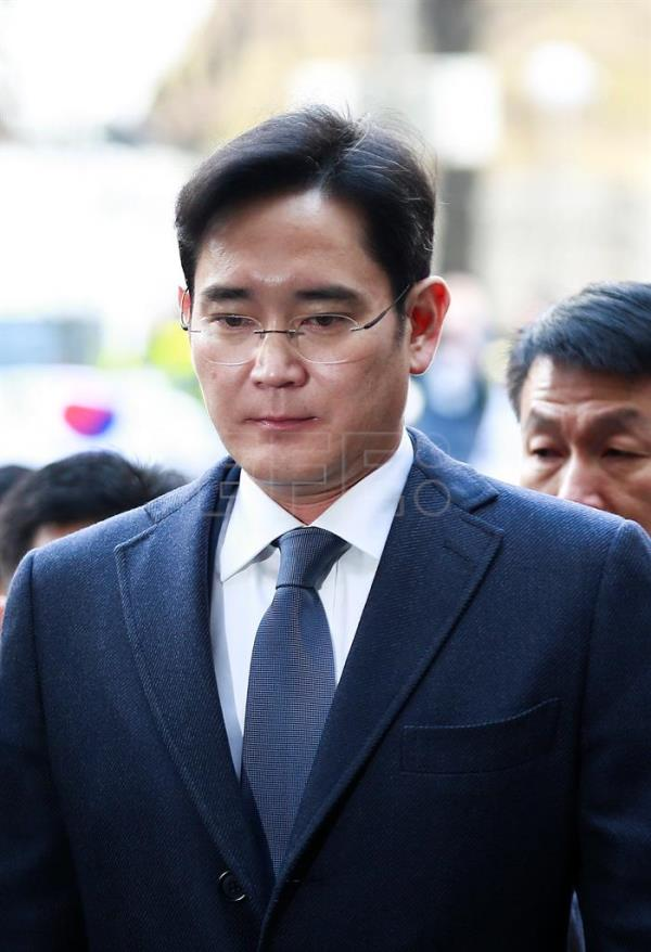 Lee Jae-yong, vice chairman of Samsung Group, arrives to attend a court hearing to review the legality of his detention at the Seoul Central District Court in Seoul, South Korea, 16 February 2017.  EPA/KIM HEE-CHUL