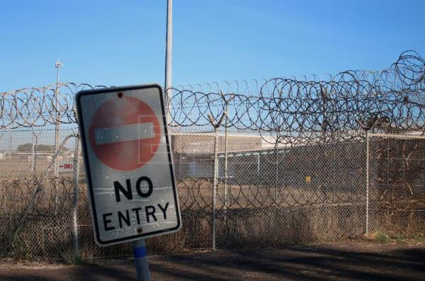 (FILE) A general view shows a sign reading 'NO ENTRY' near a fence of the current Don Dale youth detention centre in Darwin, Northern Territory, Australia, 27 July 2016.  The Australian government on 01 August 2016 replaced the head of the commission established to investigate the abuse of minors in youth detention centers in the Northern Territory, following pressure to include aboriginal representatives. EPA/NEDA VANOVAC AUSTRALIA AND NEW ZEALAND OUT