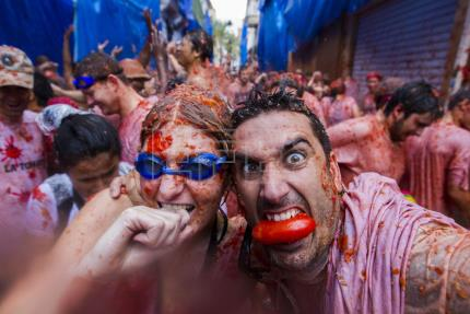 Spain's tomato war begins, against sexism, homophobia, amid some controversy