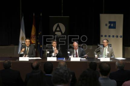 "Spain praises Argentina for ""courageous journey"" of structural reforms"
