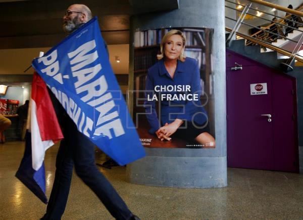 A supporter of Marine Le Pen holds French flags at a political rally of French presidential election Front National (FN) candidate, Marine Le Pen in Nice, France, Apr. 27, 2017.  EPA/SEBASTIEN NOGIER