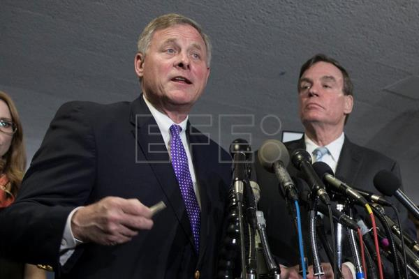 Chairman of the Senate Select Committee on Intelligence Richard Burr (L) and ranking member of the Senate Select Committee on Intelligence Mark Warner (R) speak to members of the news media following the committee's hearing on 'World Wide Threats', on Capitol Hill in Washington, DC, USA, 11 May 2017. EPA/MICHAEL REYNOLDS