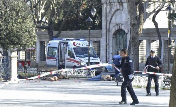 Istanbul ISIS suicide bomber pictured exploding and killing 10 ...