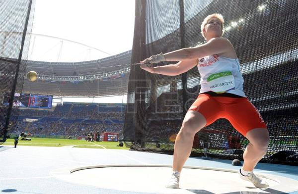 Poland's Wlodarczyk wins gold, sets world record in hammer ...