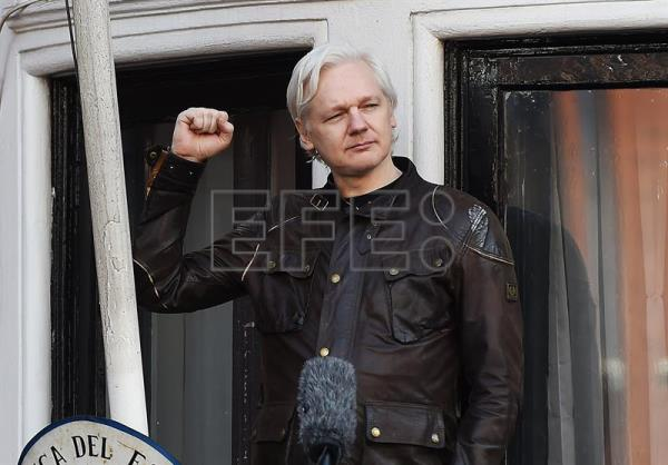 Swedish prosecutor 39 s office closes assange rape for Julian balcony