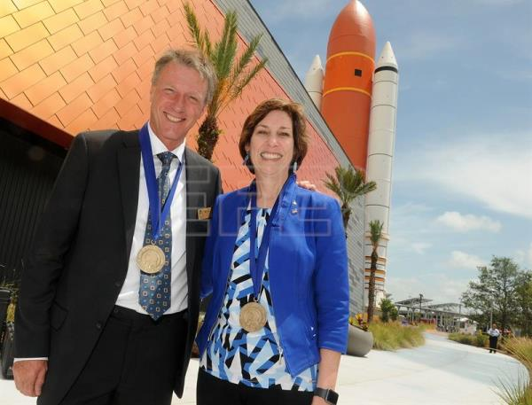 Astronauts Ellen Ochoa (R) and Michael Foale (L) smile while posing with their medals after the induction ceremony for the Astronauts' Hall of Fame at the Kennedy Space Center in Port Canaveral, Florida, USA, May 19, 2017. EFE/GERARDO MORA