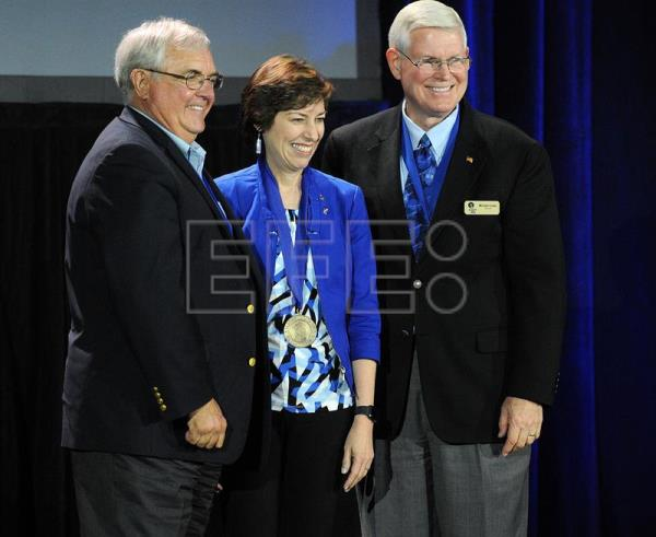 Astronaut Ellen Ochoa (C) poses with the president of the Astronaut Fellowship Foundation Daniel Brandenstein (L) and astronaut Michael Coats (R) during the induction ceremony for the Astronauts' Hall of Fame at the Kennedy Space Center in Port Canaveral, Florida, USA, May 19, 2017. EFE/GERARDO MORA