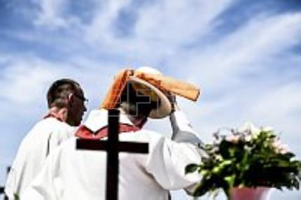 Germany's Church Day celebrations draw to a close with a sun-baked service