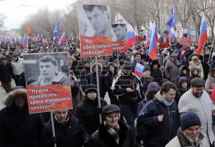 Thousands of Russians march on anniversary of opposition leader's murder
