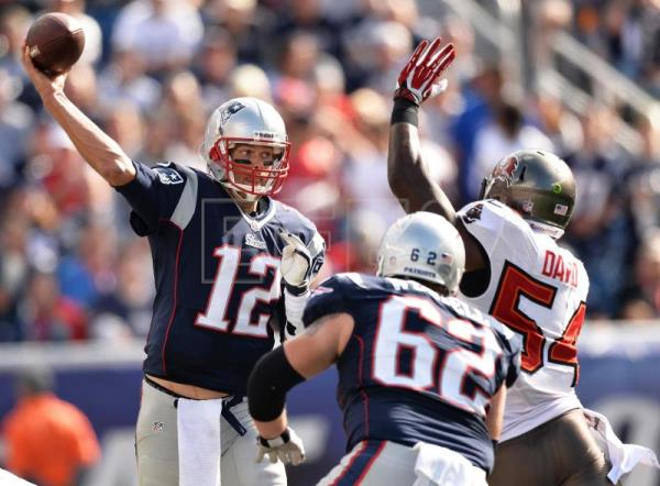 NFL all-time great Tom Brady signs with Tampa Bay Buccaneers