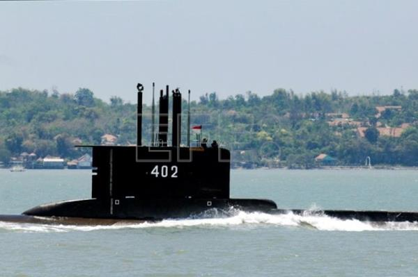 Search for missing Indonesian submarine with 53 aboard continues