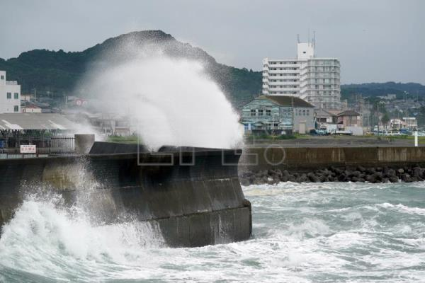 Tokyo and eastern Japan on alert over Typhoon Dolphin