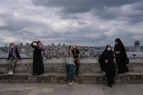 Daily life in Istanbul during coronavirus pandemic