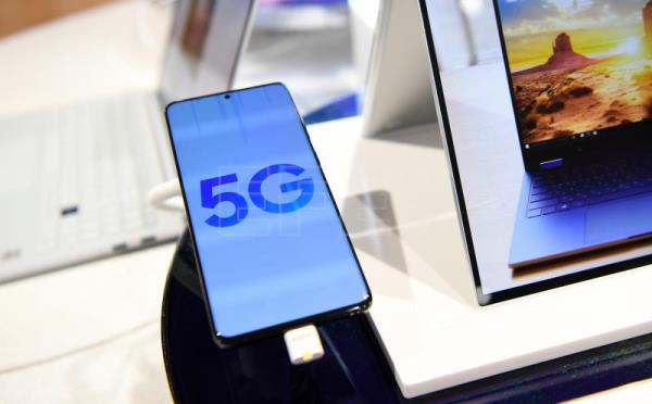 UK excludes Huawei from developing its 5G network
