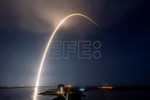 SpaceX sigue aumentando su red de satélites para internet