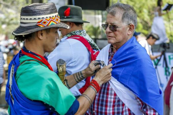 Indigenous Colombians, ex-Farc fighters perform forgiveness ritual