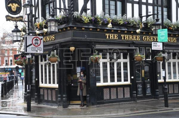 UK government financing keeps pubs and restaurants afloat during pandemic