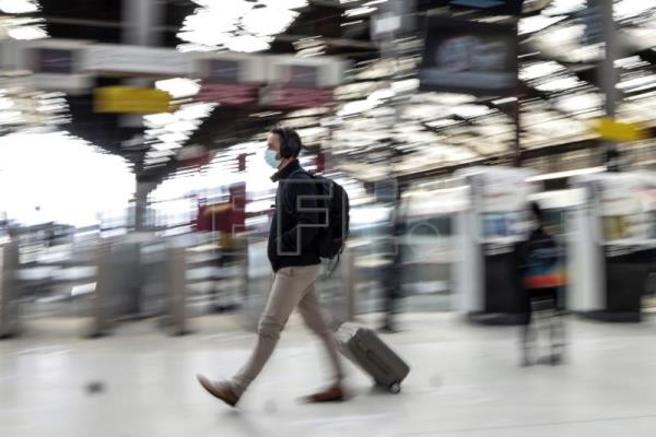 France lifts internal travel restrictions