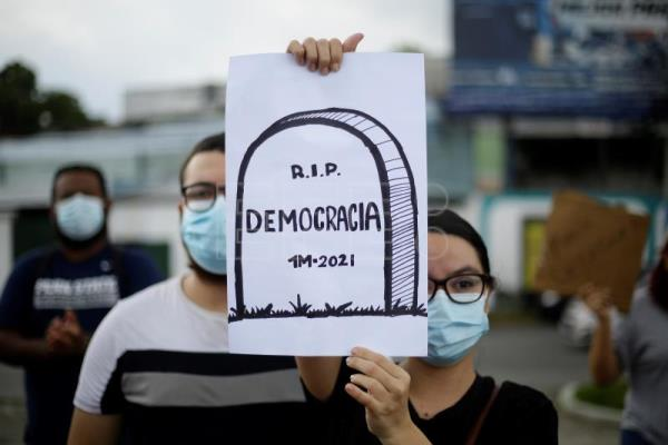 El Salvador enters political crisis under US' critical eye