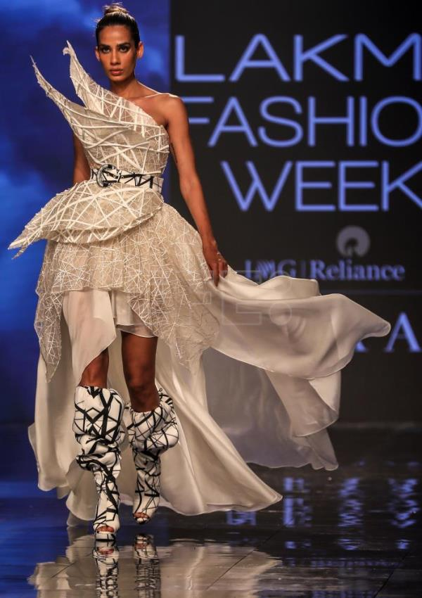 Lakme Fashion Week, an explosion of color with an Indian twist