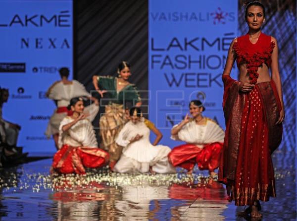 Lakme Fashion Week An Explosion Of Color With An Indian Twist Outstanding English Edition Agencia Efe