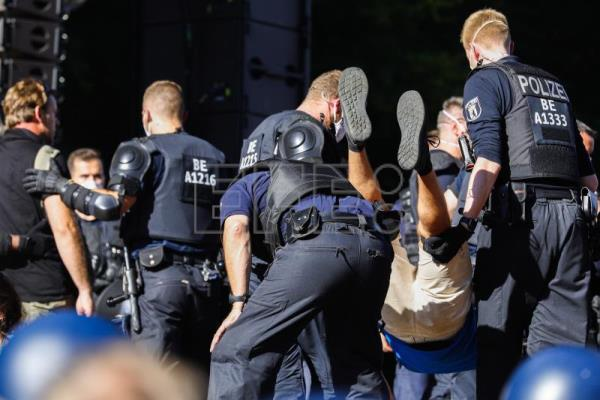 "German authorities condemn ""reckless"" protests against Covid restrictions"
