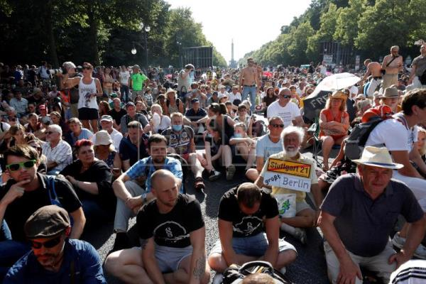"""German authorities condemn """"reckless"""" protests against Covid restrictions"""