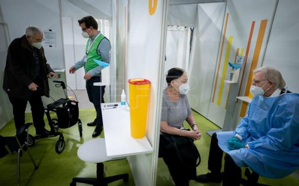 2nd vaccination center opens in Berlin