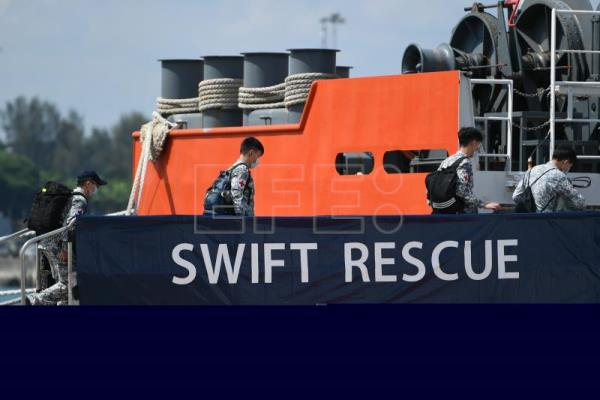 Indonesia steps up missing submarine search as time runs out