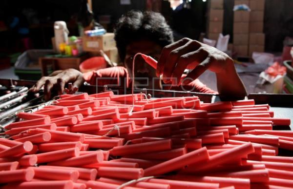 Indonesian candle makers prepare for Lunar New Year