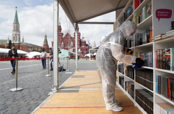 Moscow Red Square Book Fair opens in first mass event since Russian lockdown