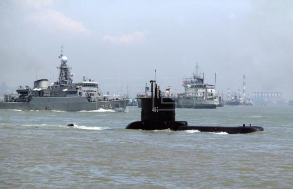 Indonesia searches for missing submarine with 53 aboard
