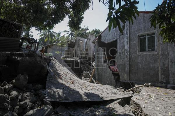 Residents return to slopes of Taal knowing home will never be the same