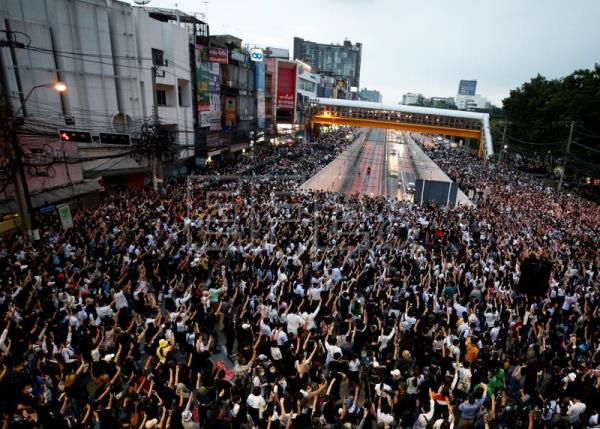 Thai gov't given ultimatum to release detained protesters