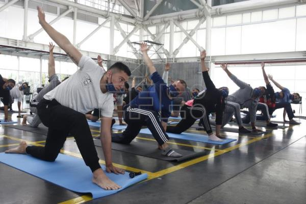 Colombian policemen take yoga workshops to manage their emotions