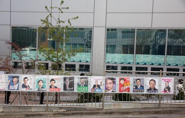 Seoul elects mayor in poll viewed as barometer of presidential election