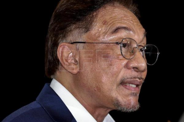 Anwar claims 'clear an indisputable' support to form new gov't
