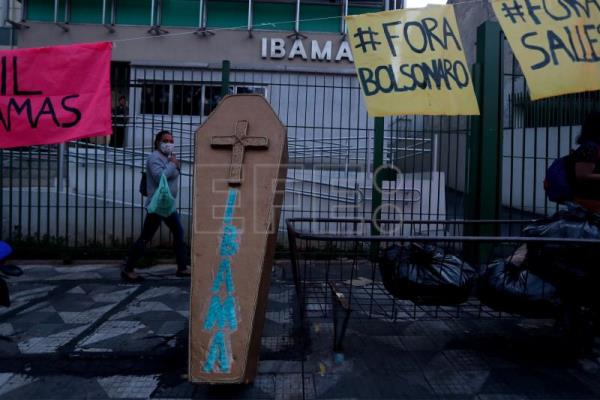 Brazilians join global climate protests, oppose Bolsonaro's policies