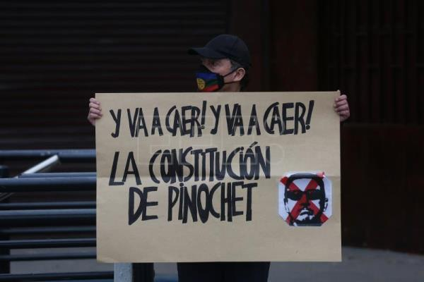 Chileans return to streets a month before plebiscite over new constitution