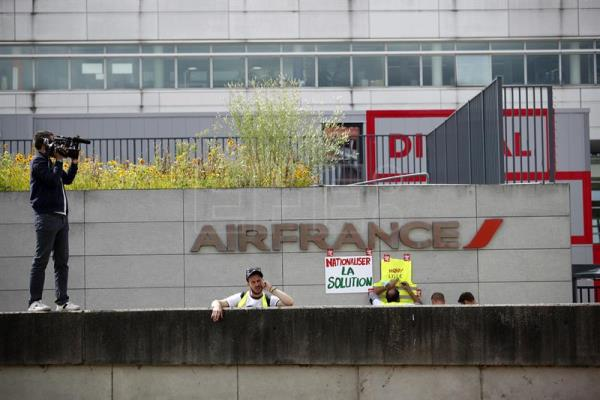 Protest at Air France headquarters