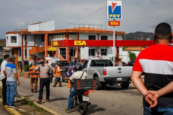 Long lines, incidents in Venezuela amid short supply of Iranian gasoline