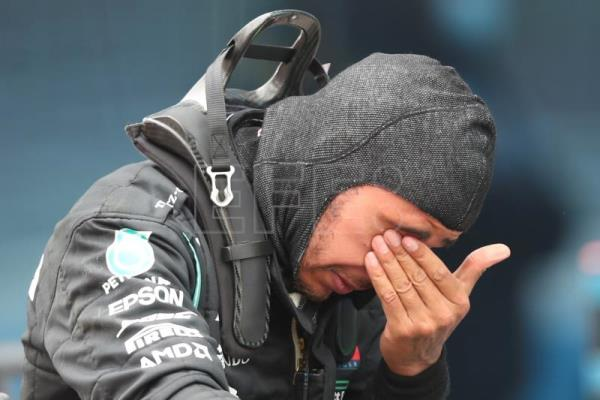 Hamilton takes Turkish GP to claim record-equaling 7th world title