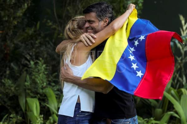 Opposition activist López flees Venezuela, destined for Spain