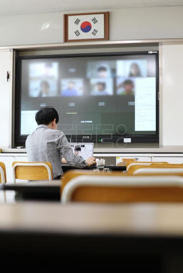 South Korean schools to open with online classes