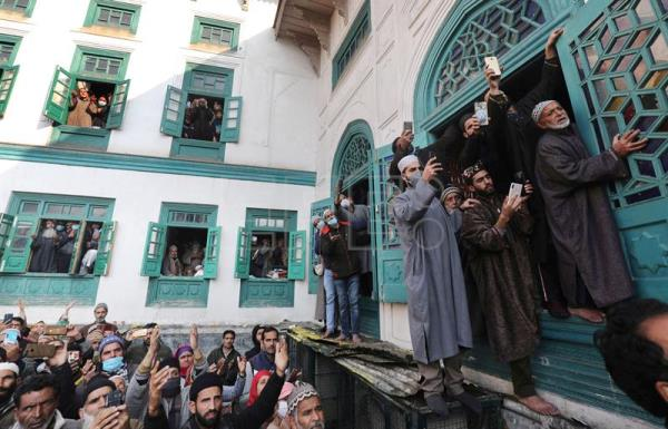 Kashmiri Muslims pray shrine of Sheikh Syed Abdul Qadir Jeelani in Srinagar