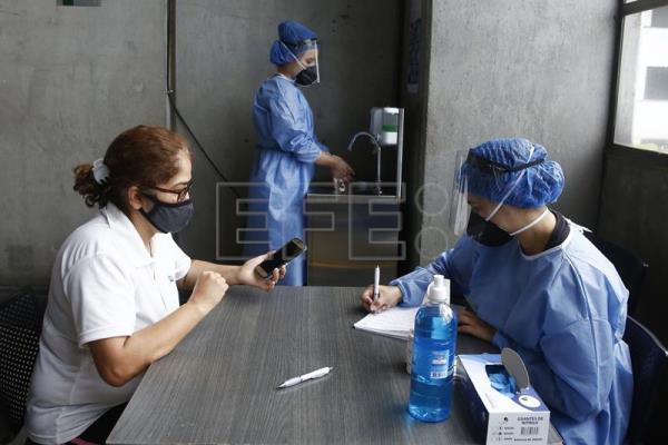 Free tests for COVID-19 performed by sanitary authorities in the Metro of Medellín