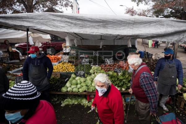 Chilean capital's street markets emerge as coronavirus hotbeds